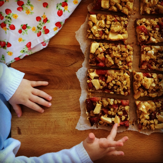 strawberry & apple oat crisp bars